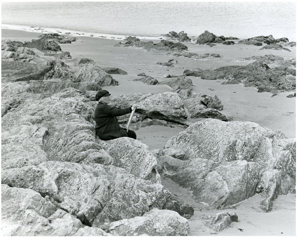 Wilhelmina Barns-Graham drawing on a Fife beach, 1982